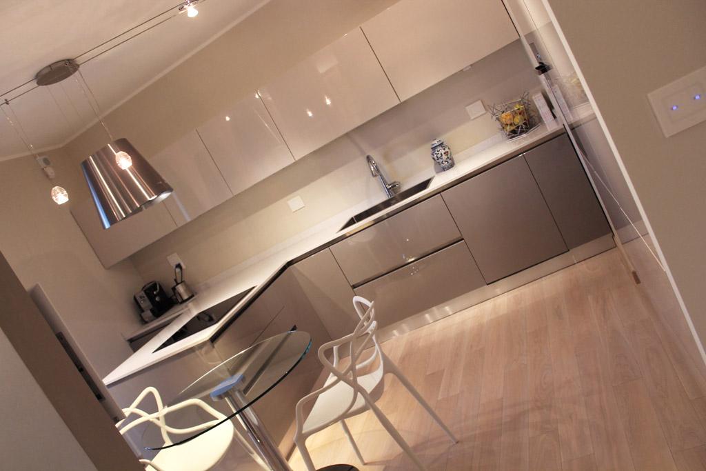 Ristrutturazione e arredamento di una villetta a schiera for Idee design casa