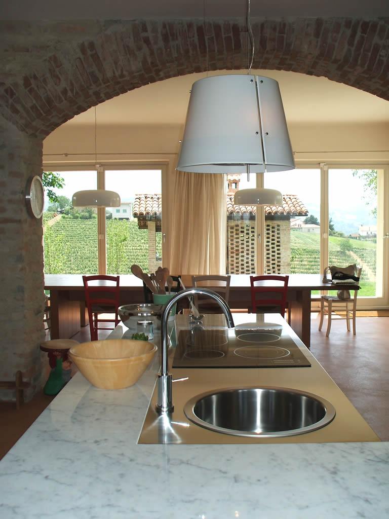 Arredamento di una cucina in una cascina ristrutturata for Arredamento pastore